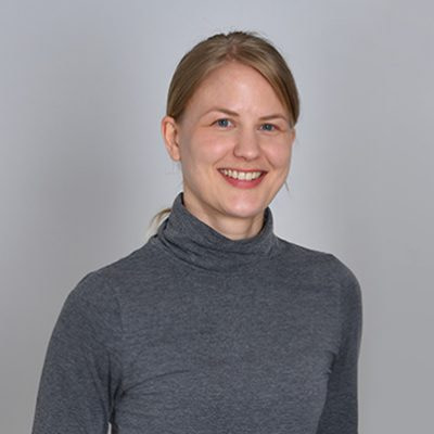 https://mlxm7aqe2jgf.i.optimole.com/Aela1vA-OMJNZAox/w:400/h:400/q:90/https://www.fitforprofit.ch/wp-content/uploads/2021/06/tikka_design_Portrait_Tina-400x400-1.jpg